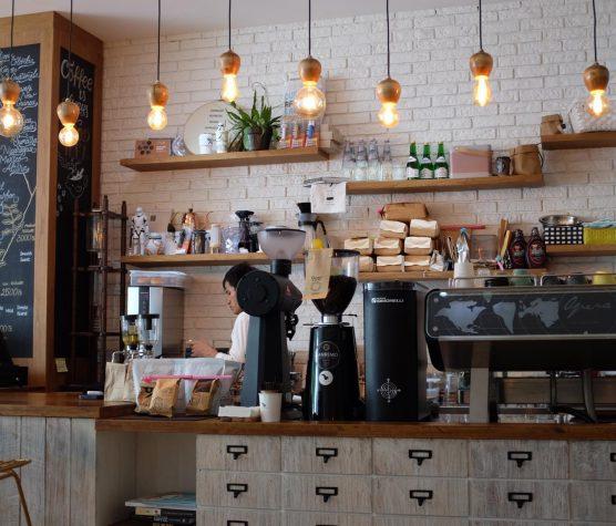 Egy kávé a lenti bisztróban
